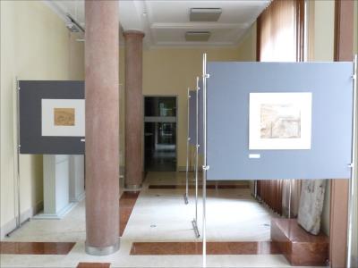 Múzeumi állványok, képtartó állvány
