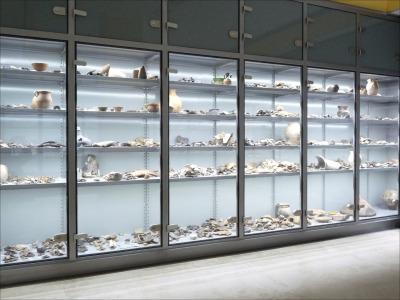 Salgó polc, állványrendszer múzeumi látványtároláshoz