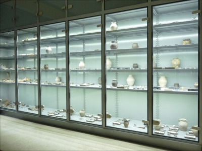 Salgó polcos múzeumi állványrendszer