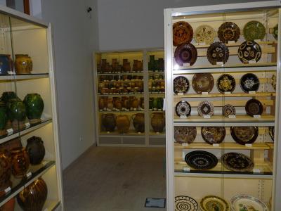 Salgó polcrendszerből készült múzeumi látványraktár